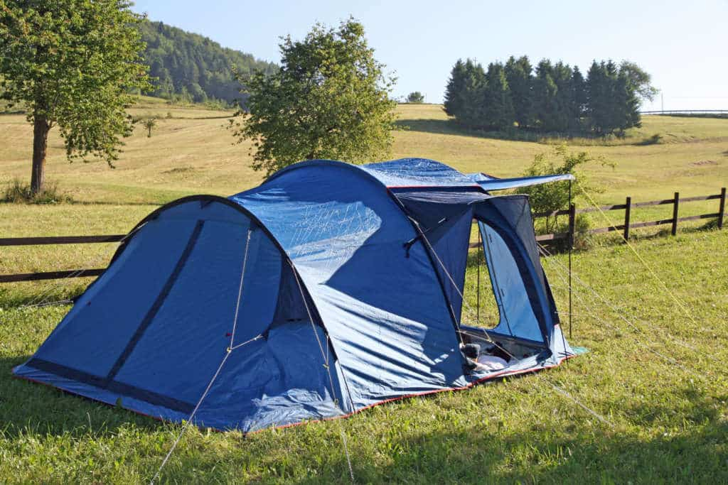 Large multi-room tent for families